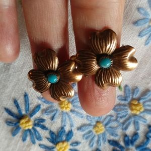 Jewelry - Copper & turquoise vtg dogwood floral earrings